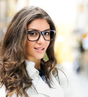 Streetstyle mit Nerd-Brille
