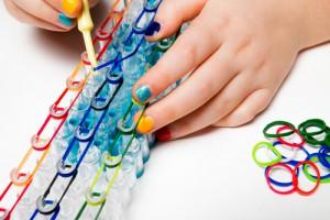 Kind macht Loom Armband